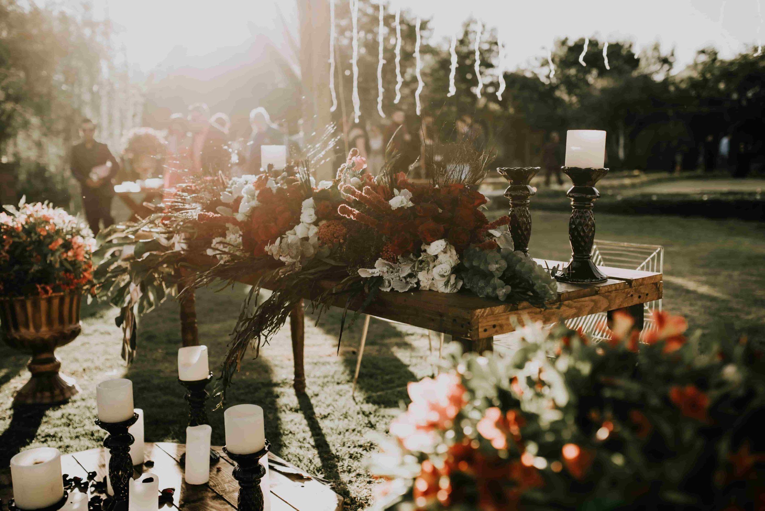dekoracja small scaled - Jak zorganizować ostatnie pożegnanie pełne wspomnień?