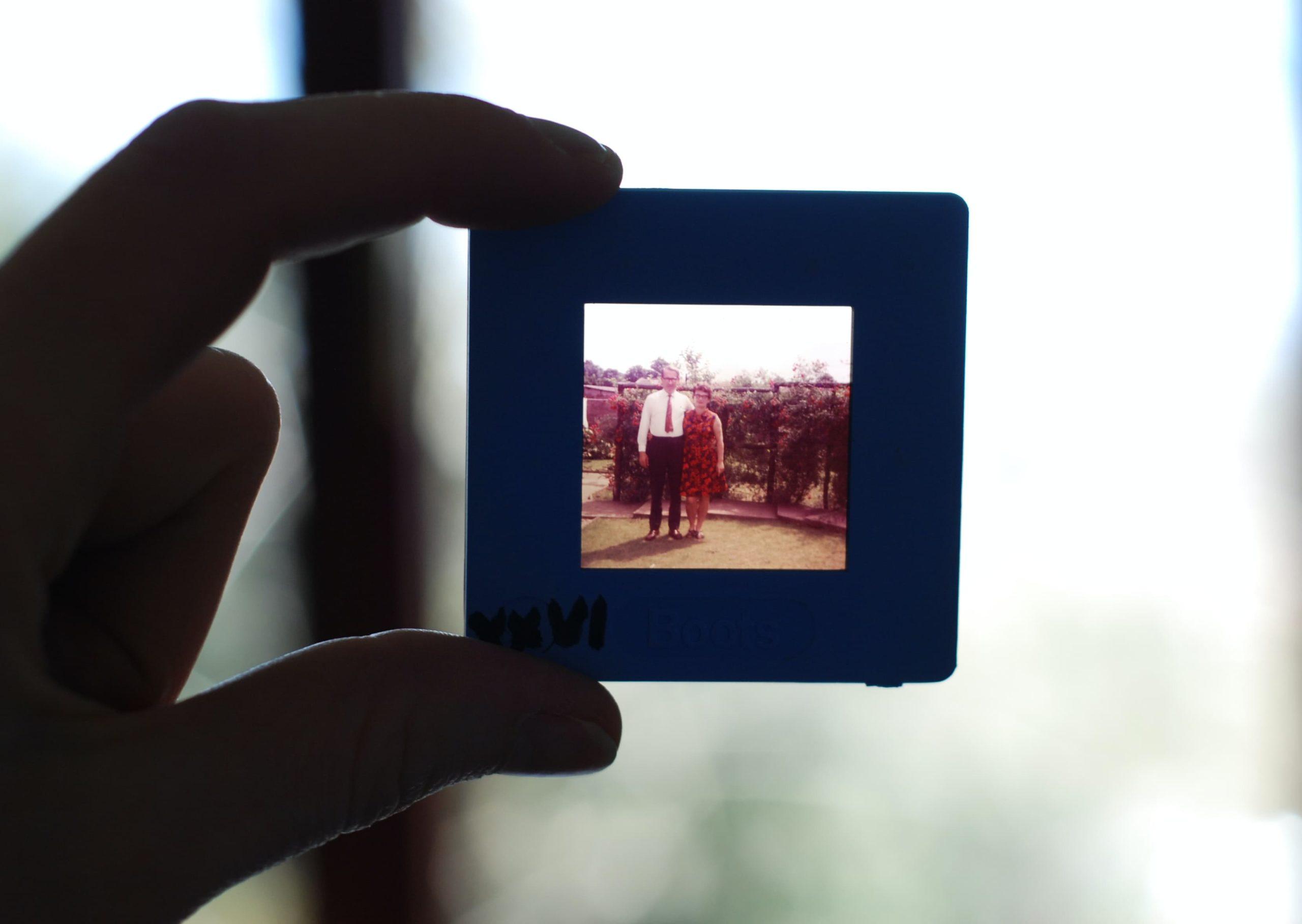old photo small scaled - Jak zorganizować ostatnie pożegnanie pełne wspomnień?
