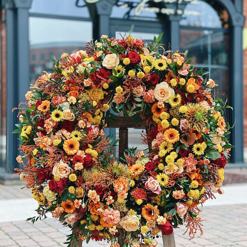 badyalrz wieniec 1024x1024 - Jakie kwiaty są odpowiednie napogrzeb?