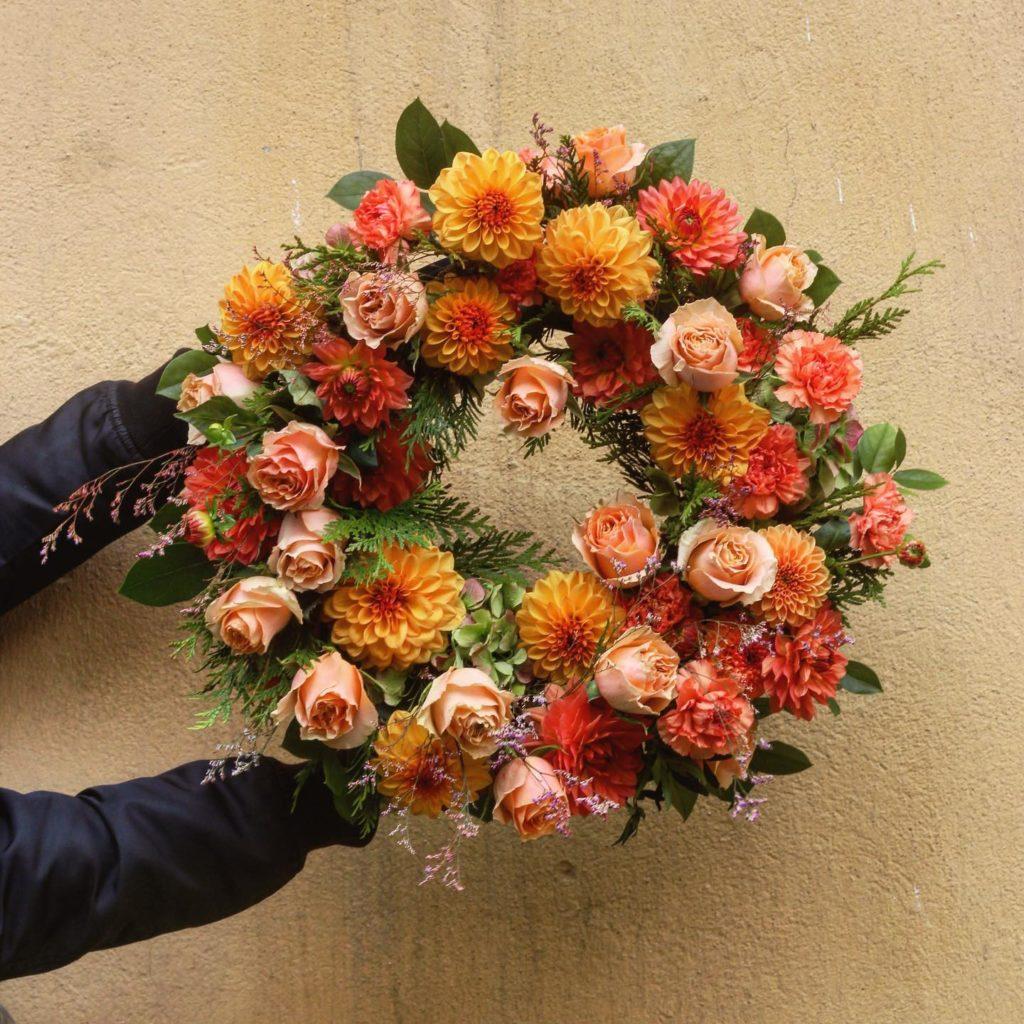 kwiaty miut 1024x1024 - Jakie kwiaty są odpowiednie napogrzeb?