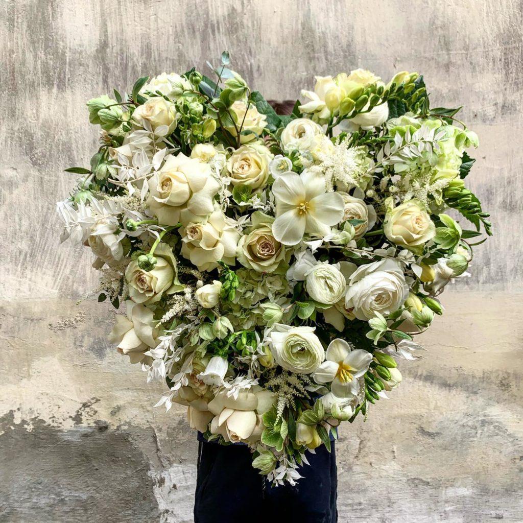 kwiaty miut 10 1024x1024 - Jakie kwiaty są odpowiednie napogrzeb?