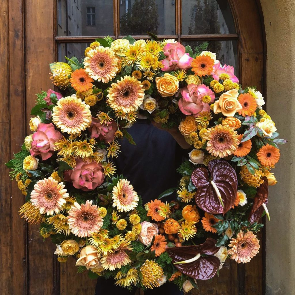 kwiaty miut 13 1024x1024 - Jakie kwiaty są odpowiednie napogrzeb?