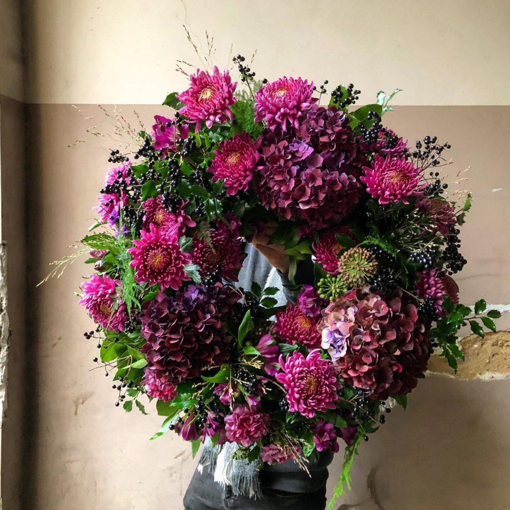 kwiaty miut 2 1024x1024 - Jakie kwiaty są odpowiednie napogrzeb?