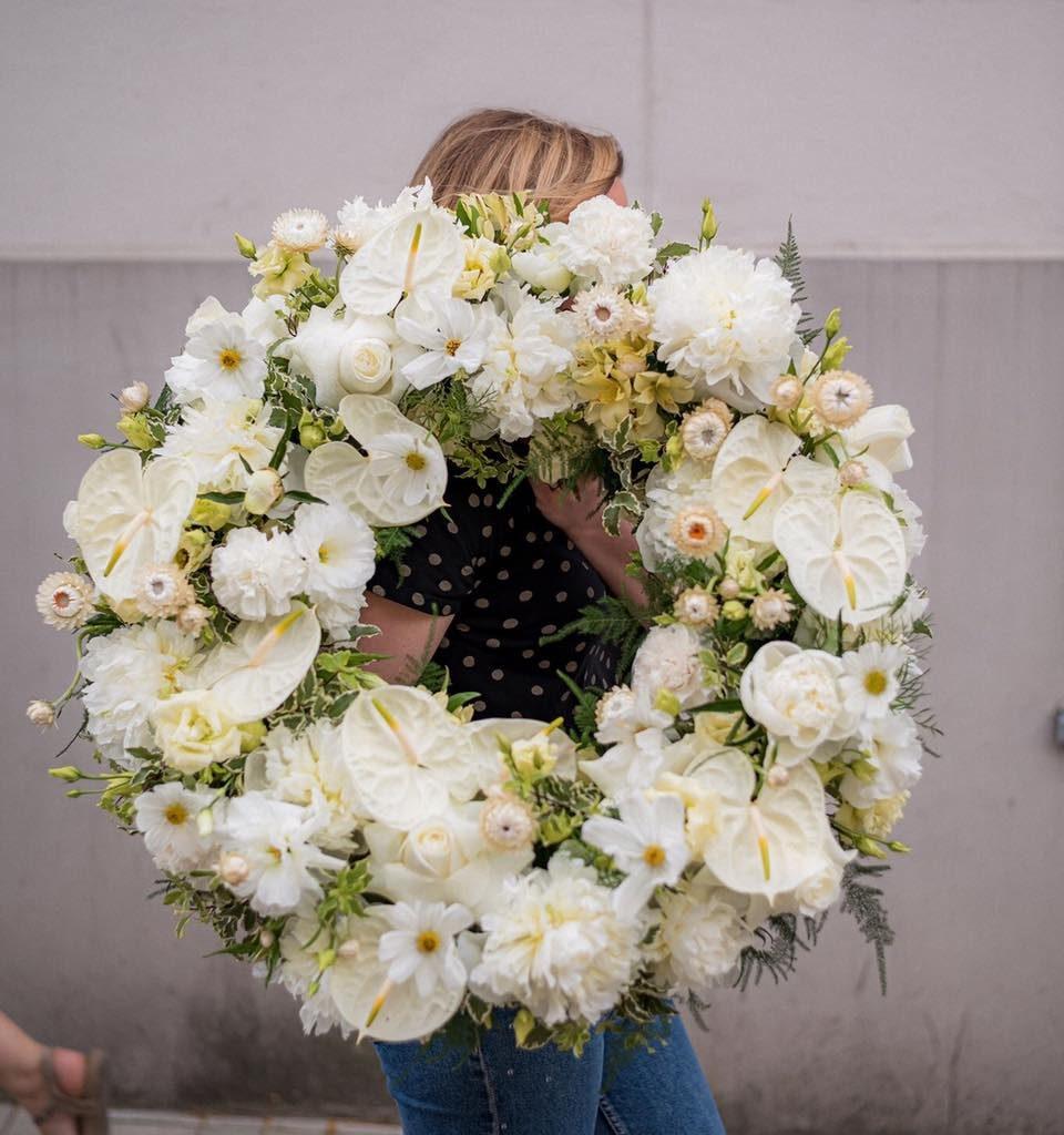 w te pedy 3 960x1024 - Jakie kwiaty są odpowiednie napogrzeb?