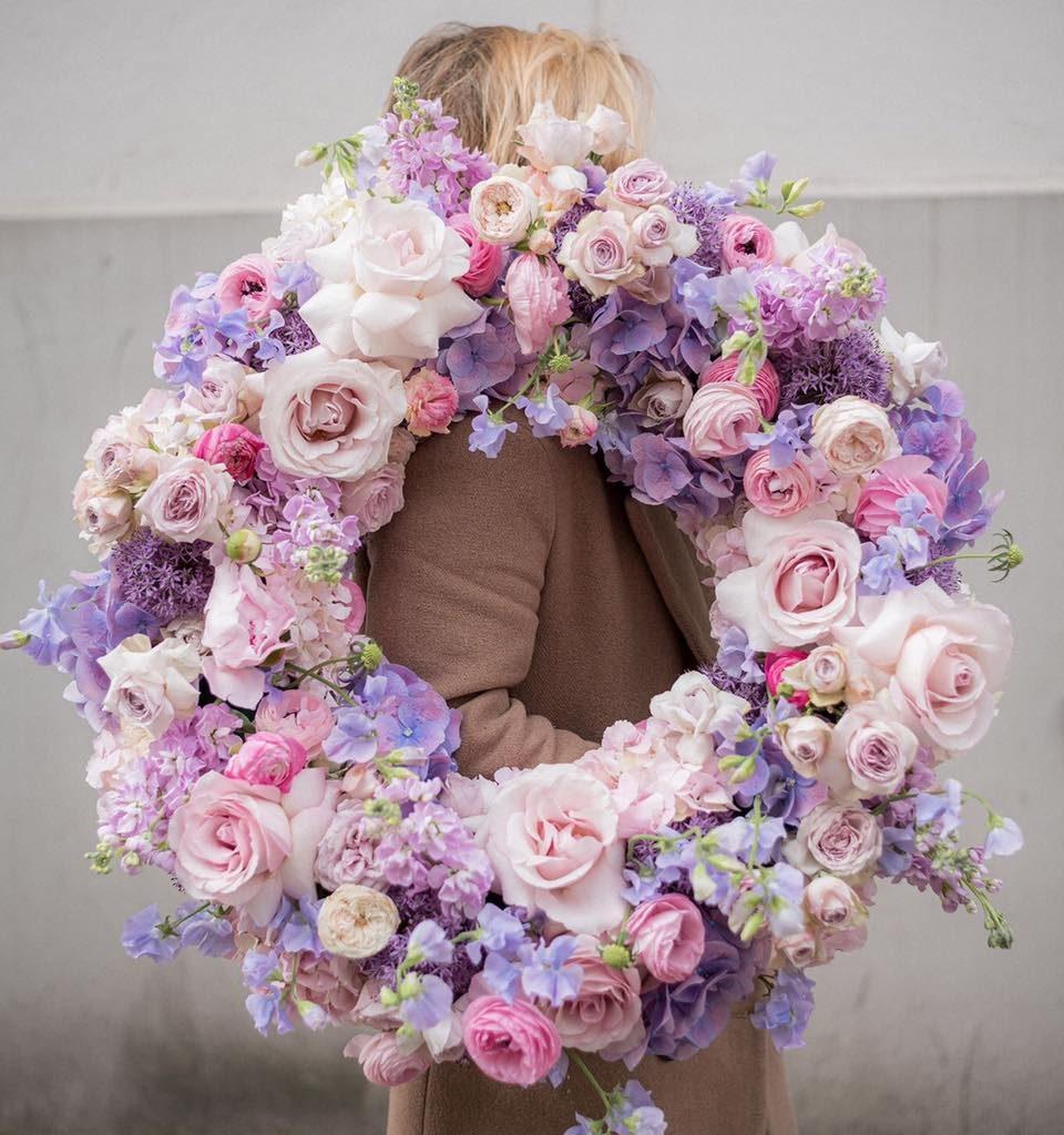 w te pedy 4 960x1024 - Jakie kwiaty są odpowiednie napogrzeb?